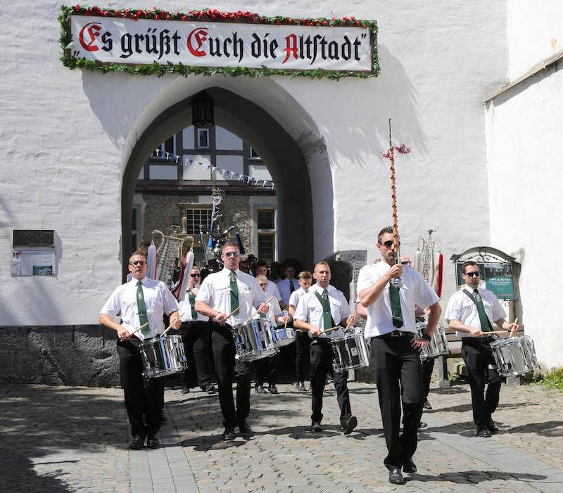 Das Tambourcorps Arnsberg mit Tambourmajor Dominik Bexen.